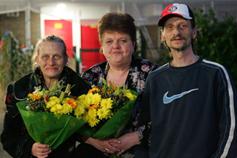 Marga (midden) en haar buren Bea (links) en Duc (rechts)